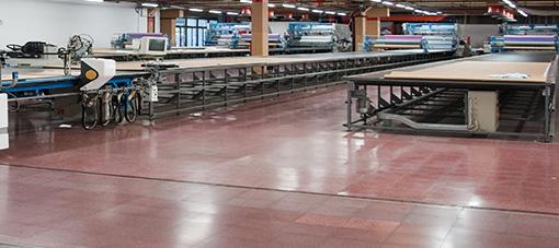 Productie LELEDO Ambachtelijke-lederenvloeren.nl op het industrieterrein LOEWE in Duitsland